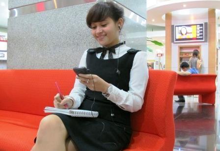 untuk mempelajari Bahasa Inggris setiap hari melalui SMS audio. Me