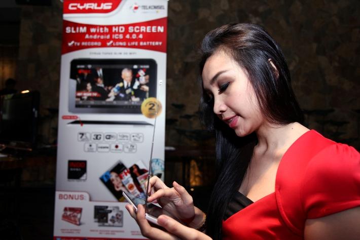Bulan TELKOMSELFlash dengan Paket Cyrus TVPad Slim 3G WiFi 2