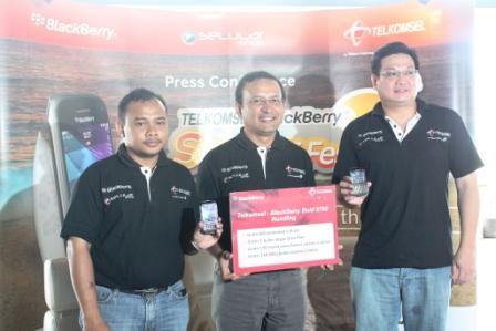 Paket Bundling BlackBerry Bold 9790 Telkomsel  Gratis BIS Full Services, Menit Bicara & SMS 6 Bulan
